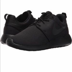 NIKE Roshe One. Black on Black Size 6